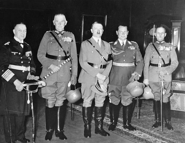 Герд фон Рунштедт, Адольф Гитлер, Герман Геринг, Эрих Редер и Вернер Бломберг. Берлин.1936 г.