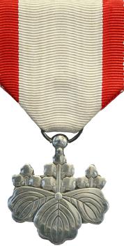 Орден Восходящего солнца 8-й степени.