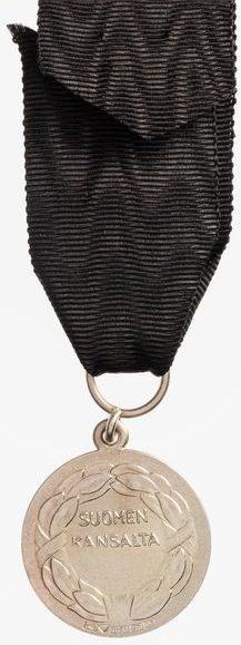 Аверс и реверс медаль Скорби ордена Креста Свободы.