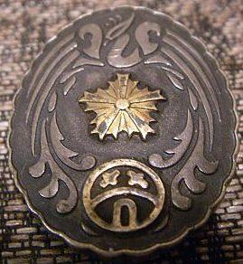 Аверс и реверс памятного знака префектуры Окаямы участникам специальных крупномасштабных манёвров армии в ноябре 1930 г.