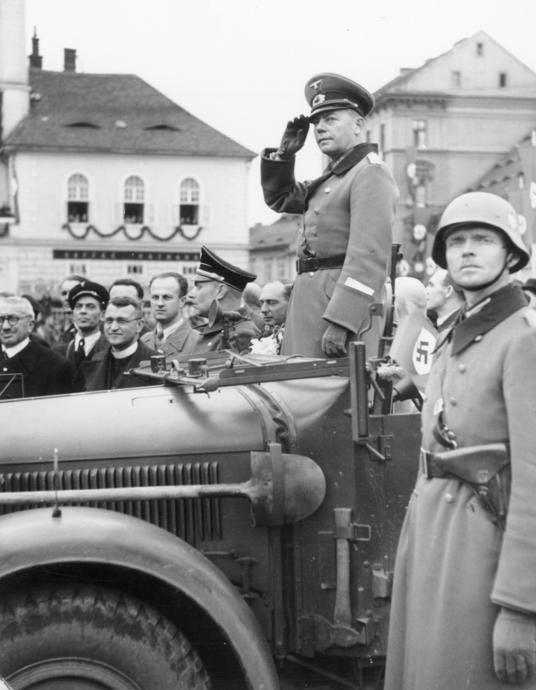 Герд фон Рунштедт на параде немецких войск в Судетах. 1938 г.