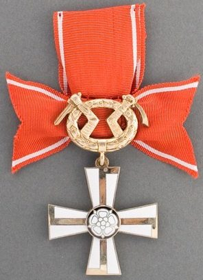Крест 2-го класса ордена Креста Свободы за военные заслуги в военное время.