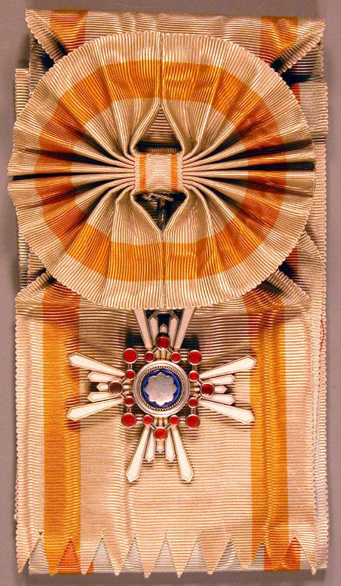 Орден Священного сокровища 1-й степени на Большой ленте с бантом до 2003 г.