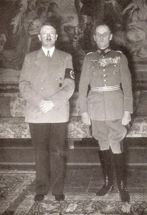 Герд фон Рунштедт и Адольф Гитлер. 1938 г.