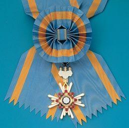 Орден Священного сокровища 1-й степени на Большой ленте с бантом с 2003 г.