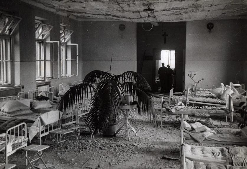Разбомбленный роддом. Сентябрь 1939 г.