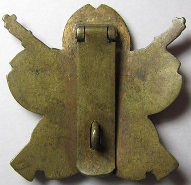 Аверс и реверс знака 2-й степени «За отличную стрельбу из винтовки» для рядового состава.