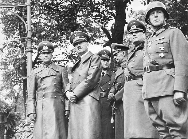Герд фон Рунштедт, Адольф Гитлер и Вальтер фон Браухич на параде. Варшава. 1939 г.