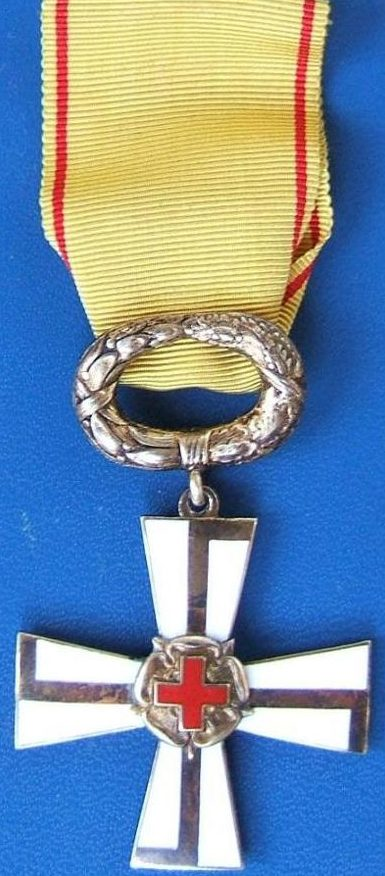 Крест 2-го класса ордена Креста Свободы за гражданские заслуги с Красным Крестом.