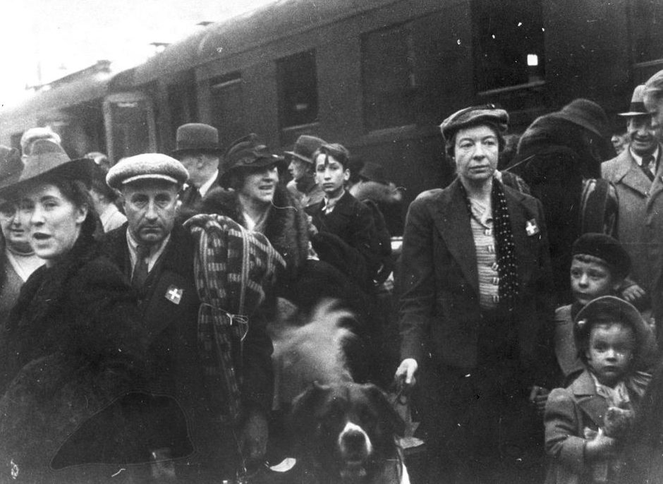 Швейцарские граждане покидают Варшаву. 23 сентября 1939 г.