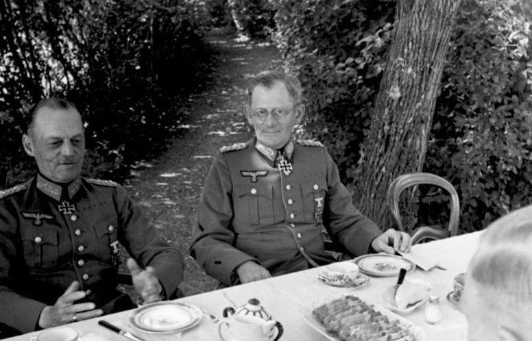 Герд фон Рунштедт и Максимилиан фон Вейхс. 1940 г.