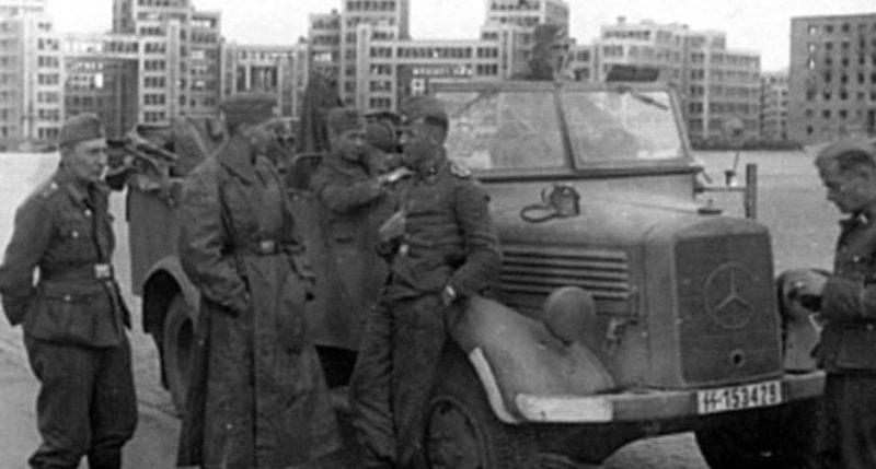 Немцы у Госпрома. Осень 1941 г.