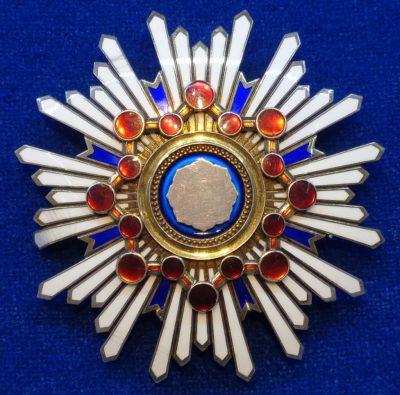 Звезда Ордена Священного сокровища 1-й степени.