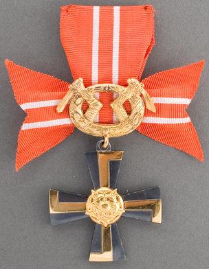Крест 3-го класса ордена Креста Свободы за военные заслуги в военное время.