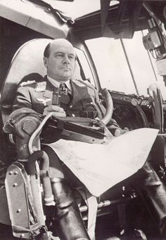 Эрнст Удет у самолета. 1941 г.