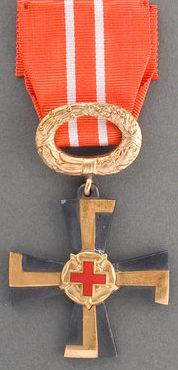 Крест 3-го класса ордена Креста Свободы за гражданские заслуги с Красным Крестом.