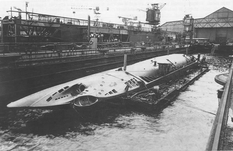 Сборка подлодки «U-24» в Констанце после перевозки по железной дороге. 1942 г.