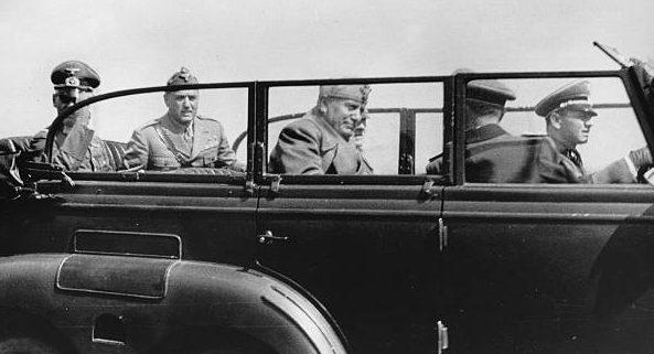 Герд фон Рунштедт, Адольф Гитлер и Бенито Муссолини в окрестностях г. Умань. 1941 г.