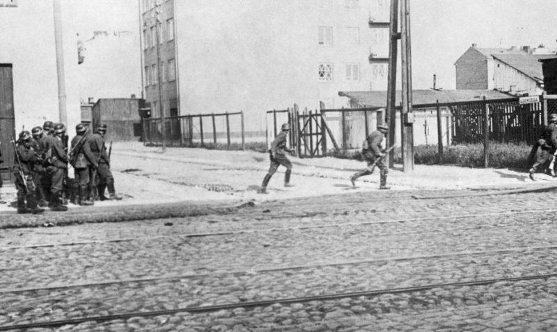 Немецкая пехота занимает город. 27 сентября 1939 г.