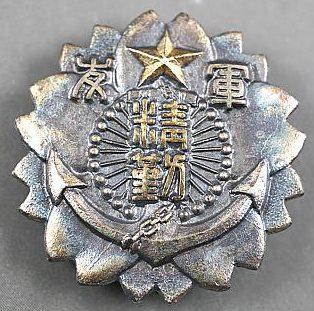 Аверс и реверс знака «За долгую службу в рядах Общества друзей военных».