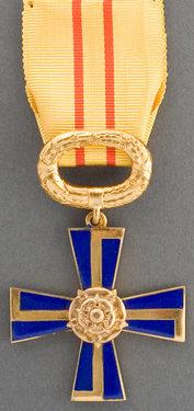 Крест 3-го класса ордена Креста Свободы за гражданские заслуги.