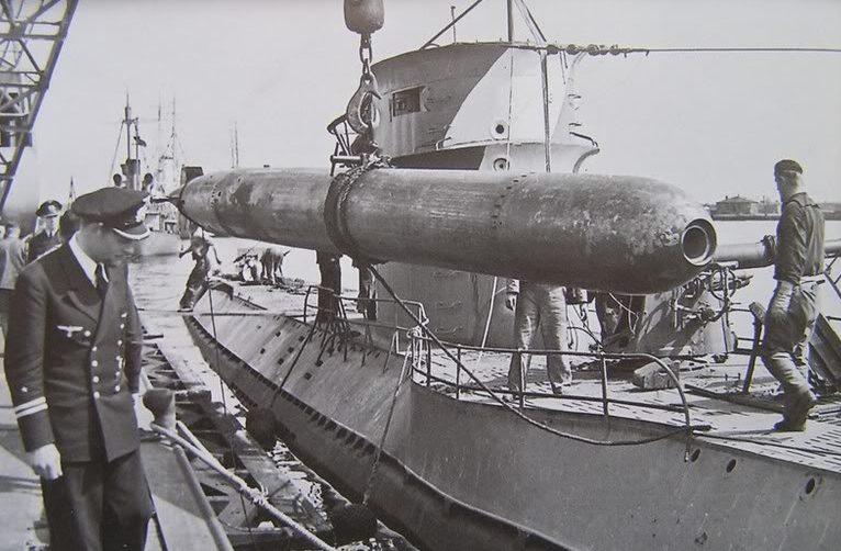 Погрузка торпед на подлодку «U-25». Вильгельмсхафен. Февраль 1940 г.