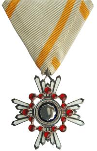 Орден Священного сокровища 6-й степени.