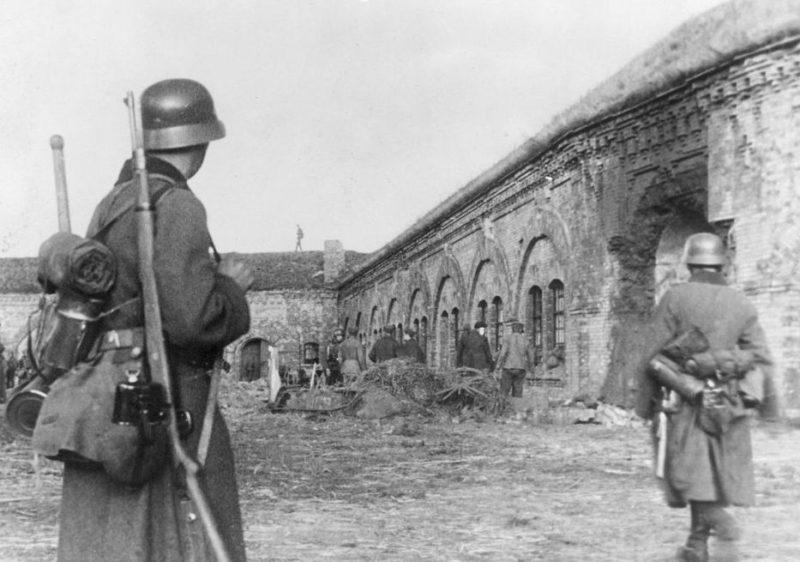 Немцы занимают форт в Садыбе. 29 сентября 1939 г.