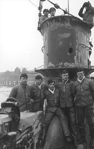 Моряки подлодки «U-50» после получения Железных Крестов. Вильгельмсхафен. Март 1940 г.