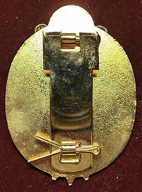 Аверс и реверс Маршальского знака для парадной формы.