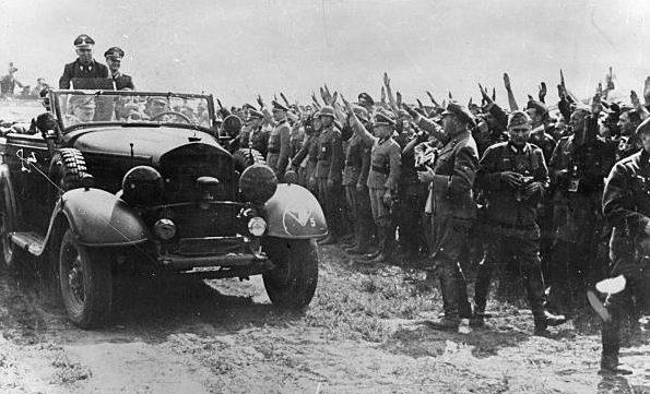 Герд фон Рунштедт и Адольф Гитлер. Бердичев. 1941 г.
