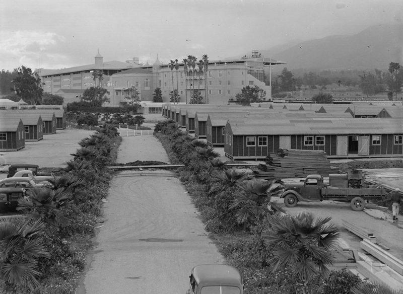 Бараки на сборном пункте для интернированных. Аркадия, Калифорния. Апрель 1942 г.