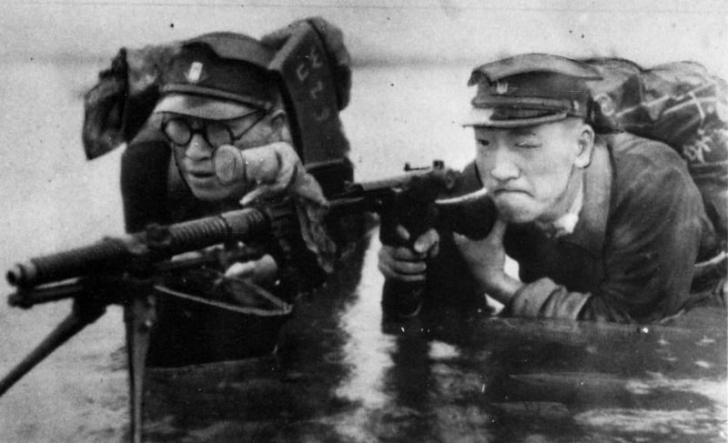 Студенты на занятиях по военной подготовке. 1943 г.