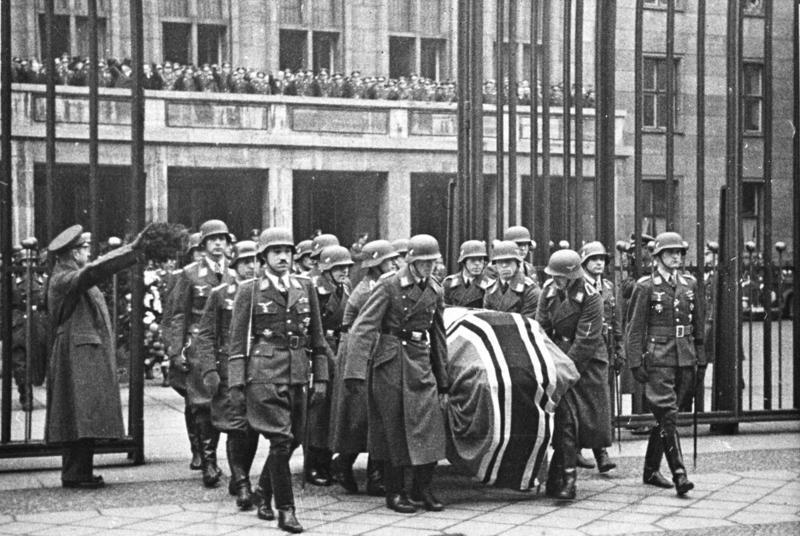 Похороны Эрнста Удета. 1941 г.