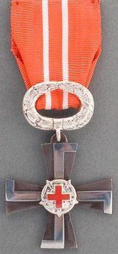 Крест 4-го класса ордена Креста Свободы за гражданские заслуги с Красным Крестом.