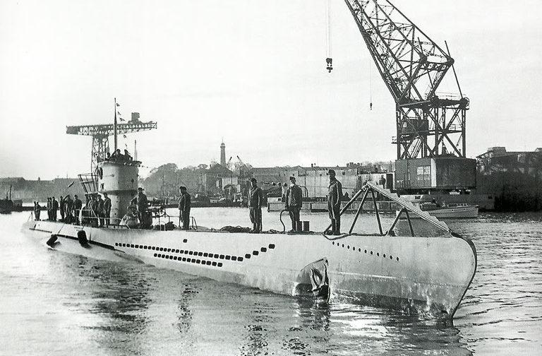 Подлодка «U-37» подходит к причалу в Лорьяне. 1942 г.