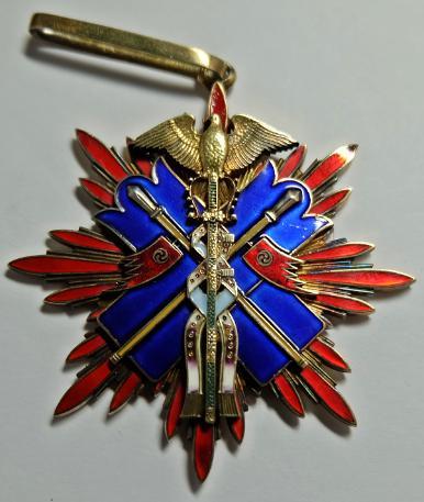 Знак Ордена Золотого коршуна.