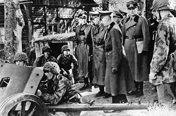 Герд фон Рунштедт инспектирует войска на Атлантическом вале. 1943 г.