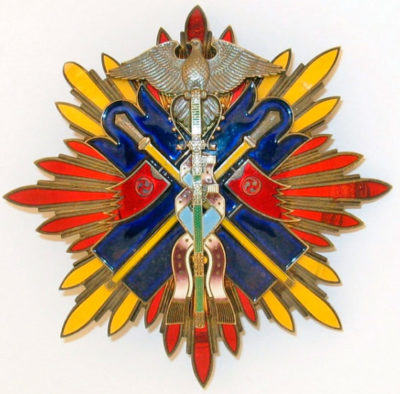 Аверс и реверс звезды Ордена Золотого коршуна.