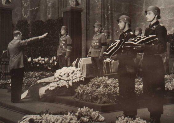 Похороны Ганс-Валентин Хубе. 1944 г.