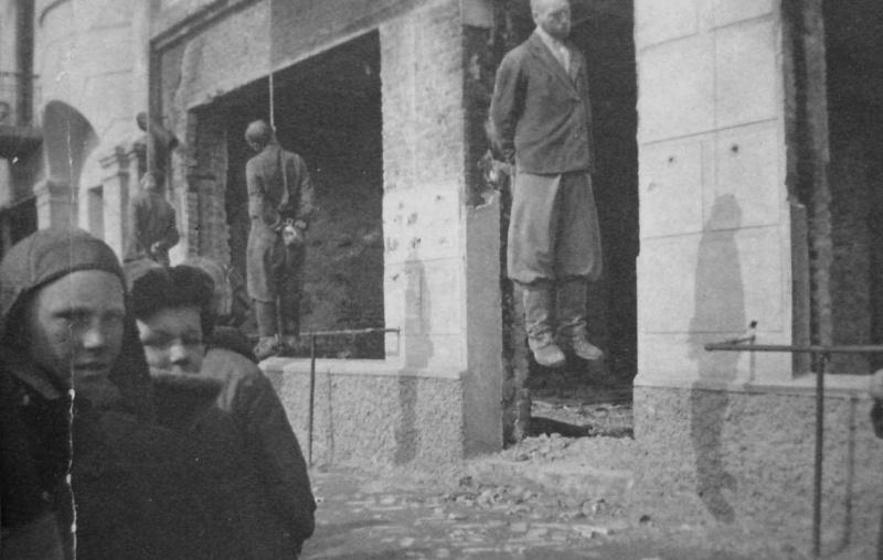 Казненные партизаны. Ул. Шевченко. Февраль 1942 г.