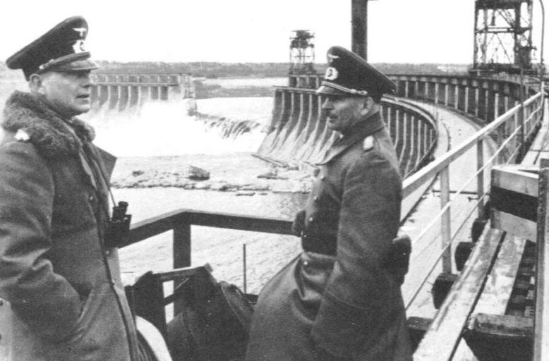 Курт Цейтцлер на разрушенной плотине Днепрогэса. 1941 г.