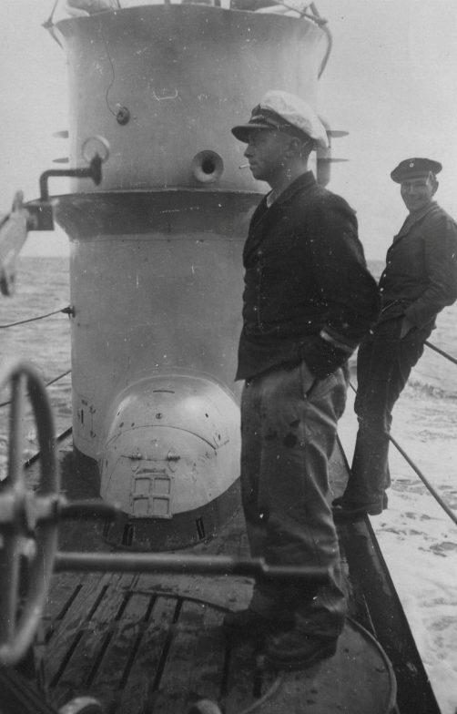 Командир подлодки «U-120» Эрнст Бауэр на палубе всплывшей лодки. Ноябрь 1940 г.