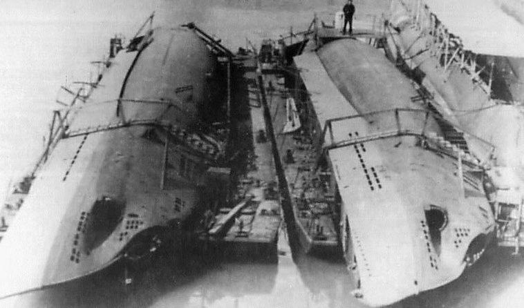 Разобранные малые подлодки «U-19» и «U-23» для перевозки на Черное море. 1942 г.