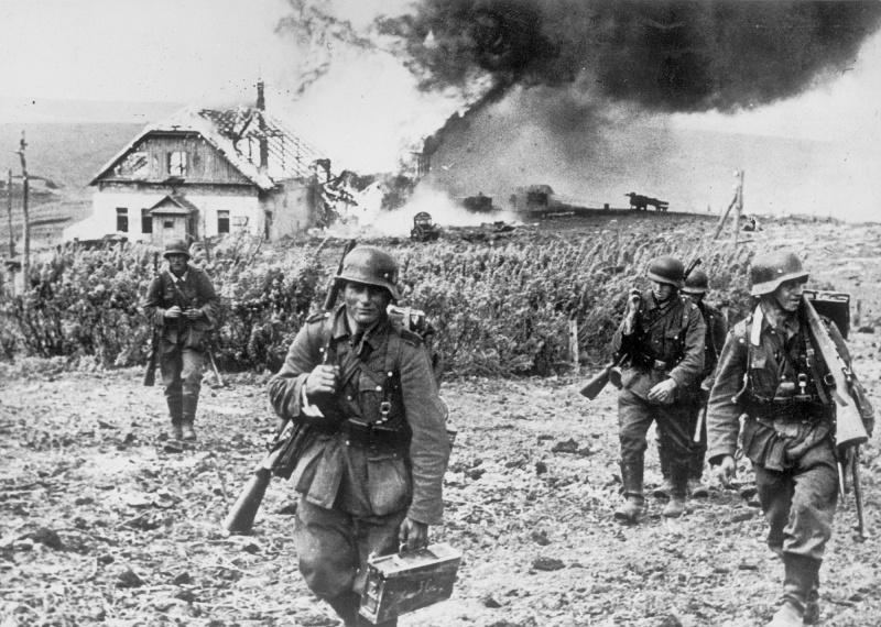 Немцы в пригороде Харькова. Май 1942 г.