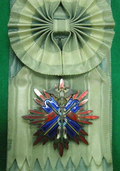 Орден Золотого коршуна 1-й степени.