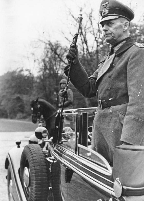 Герд фон Рунштедт принимает парад. 1944 г.