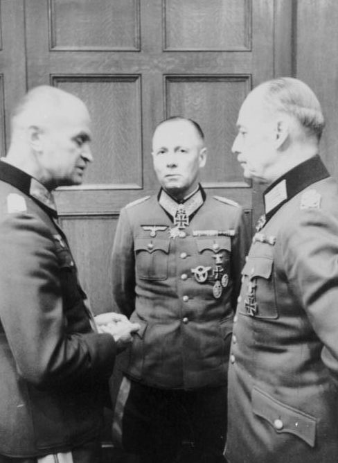 Герд фон Рунштедт, Йоханнес Бласковиц и Эрвин Роммель. 1944 г.
