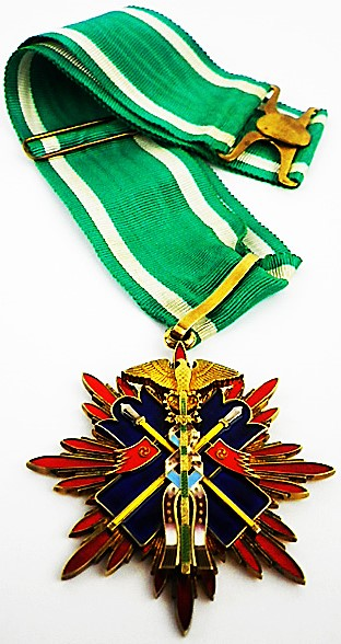 Орден Золотого коршуна 3-й степени.