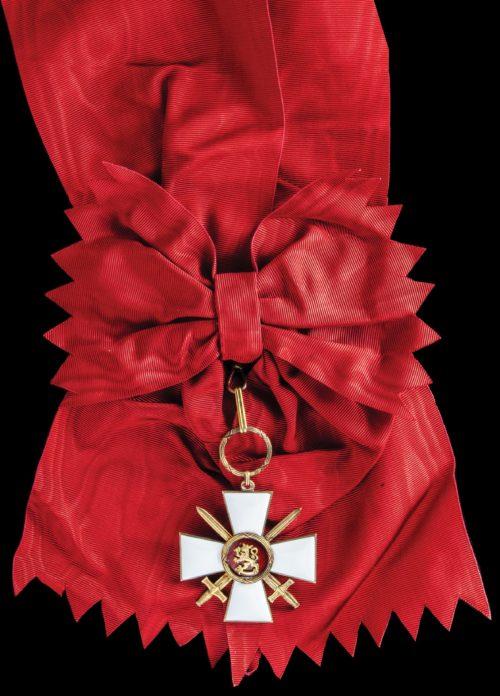 Вариант ордена с мечами.
